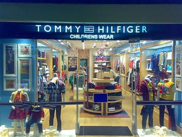 the tommy hilfiger india collection: preppy with a twist Create an uber-cool casual style with the plethora of options available at our Tommy Hilfiger online collection. Browse through our collection of smart T-shirts, shirts, sweaters, trousers, jackets, sunglasses, backpacks and more to put together a .